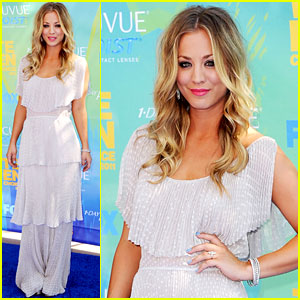 Kaley Cuoco - Teen Choice Awards 2011 Red Carpet