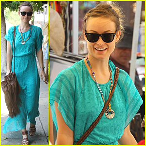 Olivia Wilde: Flea Market with a Friend