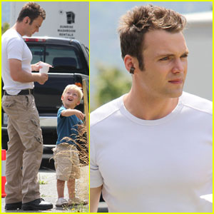 Seth Gabel: 'Fringe' Set with Son Theo!
