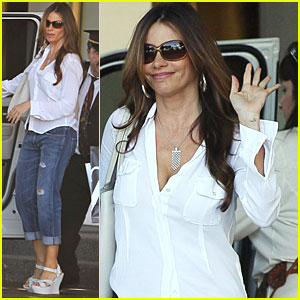 Sofia Vergara: Saks Shopping Spree!
