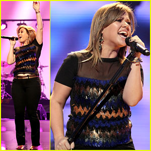 Kelly Clarkson: iHeartRadio Music Festival Performer!