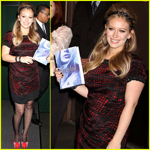 Hilary Duff: 'Devoted' Book Signing!