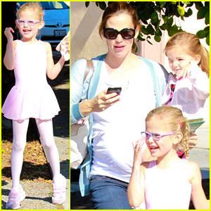 Jennifer Garner Brings the Girls to Ballet Class