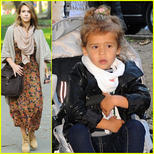 Jessica Alba: Central Park with the Family!