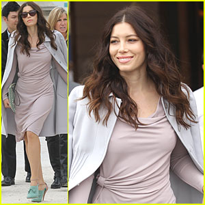 Jessica Biel: Valentino Show at Paris Fashion Week!