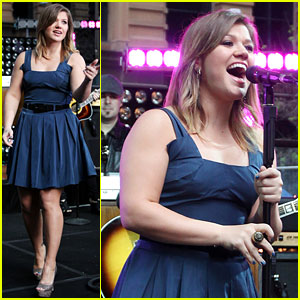 Kelly Clarkson: Dating is Hard!