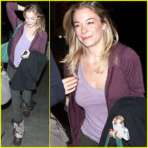 LeAnn Rimes: Late Night at LAX Airport