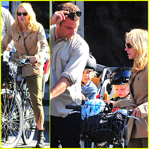 Naomi Watts & Liev Schreiber: Biking with the Boys!