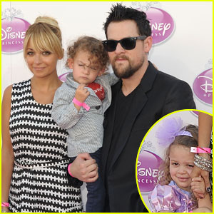 Nicole Richie & Kids: Disney Princess Coronation Ceremony!
