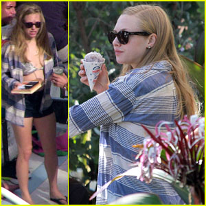 Amanda Seyfried: Pool Party in Miami!