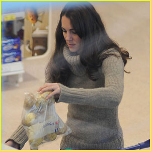 Duchess Kate Gets Groceries at Tesco