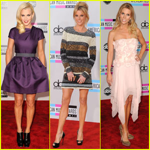 Jenny McCarthy & Julie Bowen - AMAs 2011 Red Carpet