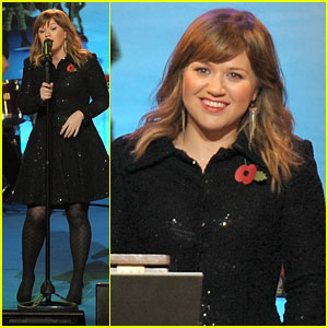 Kelly Clarkson: Regent Street Christmas Lighting!