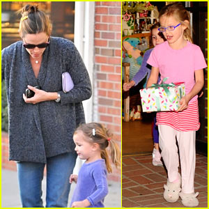 Jennifer Garner: Christmas Eve Shopping at Limonaia!