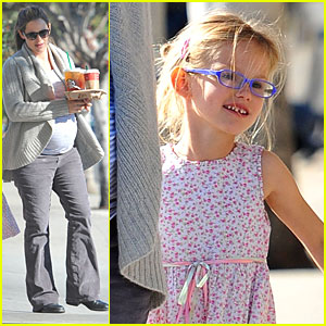 Jennifer Garner &#038; Violet: Starbucks Stop