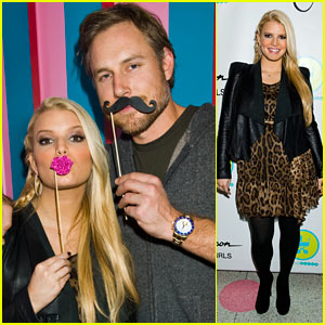 Jessica Simpson & Ashlee Celebrate 'Jessica Simpson Girls' in NYC