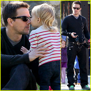 Mark Wahlberg: Family Park Day!