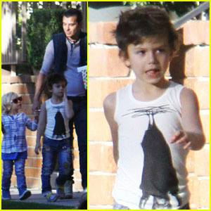 Gavin Rossdale Takes His Boys to a Birthday Bash