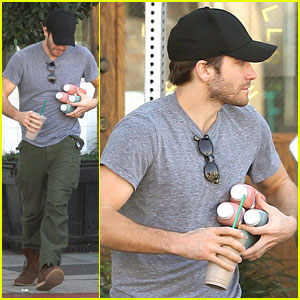 Jake Gyllenhaal Juggles Juice & Coffee