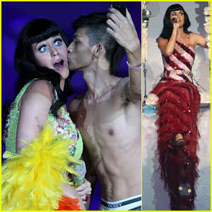 Katy Perry: First Post-Divorce Announcement Performance!