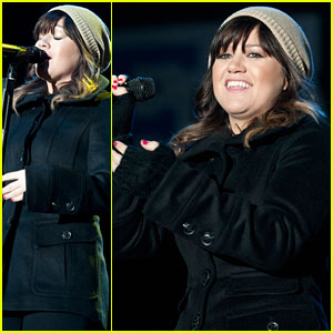 Kelly Clarkson: Sugar Bowl Performance!