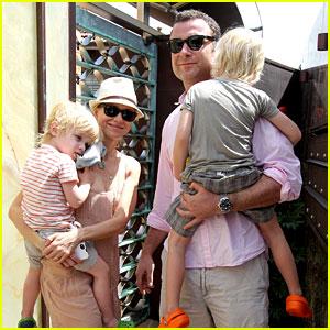 Naomi Watts & Liev Schreiber: Australia Day Family!