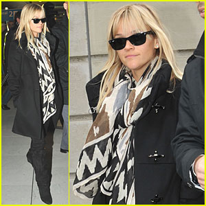 Reese Witherspoon: Bonjour, Paris!