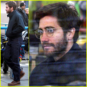 Jake Gyllenhaal Wears Glasses for Cameo!