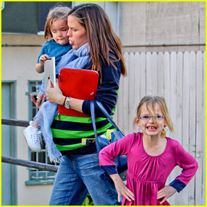 Jennifer Garner: Karate & Ballet with the Girls!