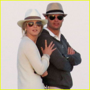 Julianne Hough &#038; Ryan Seacrest: Cabo Couple