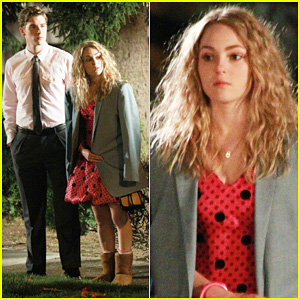 AnnaSophia Robb: Barefoot For 'The Carrie Diaries'