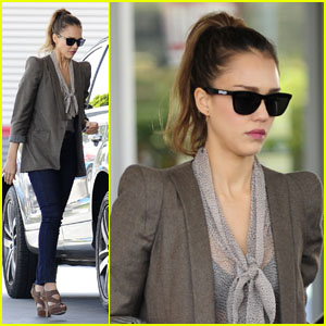 Jessica Alba Fills Up & Feeds the Meter