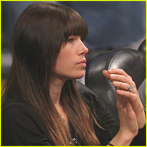 Jessica Biel: Engagement Ring at Lakers Game!