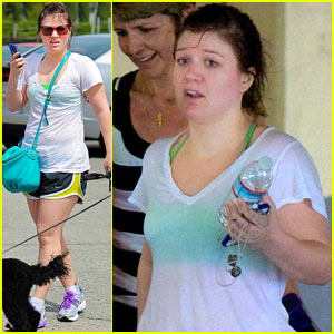 Kelly Clarkson Works Up A Sweat!
