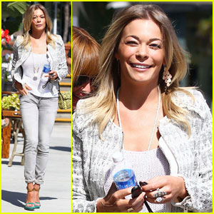LeAnn Rimes: Beach & Blow Dry Day!