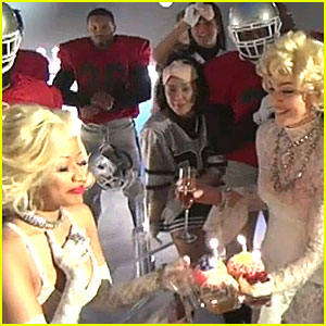 Madonna &#038; Nicki Minaj Kiss - WATCH NOW