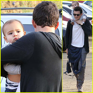 Orlando Bloom & Flynn: Friday Hiking Fun!