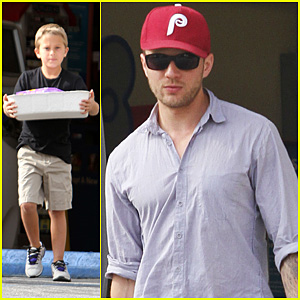 Ryan Phillippe: Petco Stop with Deacon!