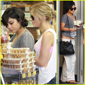Vanessa Hudgens & Selena Gomez: 'Spring Breakers' in Florida!