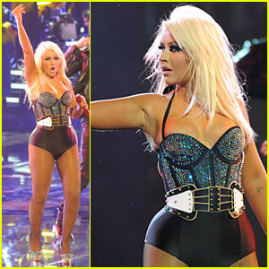 Christina Aguilera: 'Fighter' Performance on 'The Voice'!
