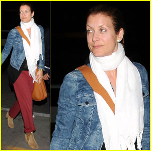 Kate Walsh: Makeup-Free LAX Liftoff