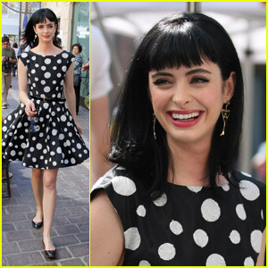 Krysten Ritter: Fun on 'Extra' Set!