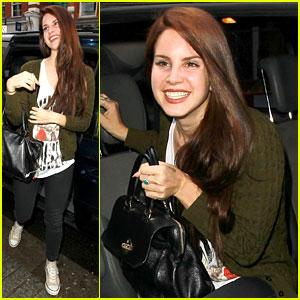 Lana Del Rey Wears Guns N' Roses T-Shirt!