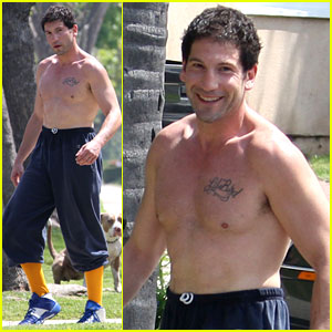 Walking Dead's Jon Bernthal: Shirtless Dog Walk!