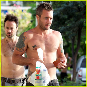 Alex O'Loughlin: Shirtless in Hawaii!