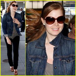 Amy Adams: Airport Smiles!