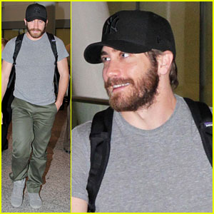 Jake Gyllenhaal: Yankees Fan in Toronto!