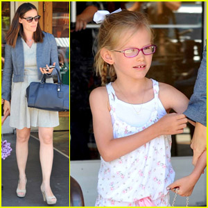 Jennifer Garner & Violet: Color Us Ours!