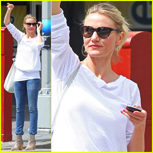 Cameron Diaz: Cab Catcher in NYC