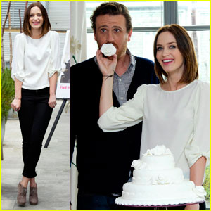 Emily Blunt & Jason Segel Cut Cake in London